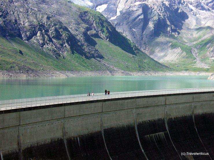 Walk along the Moosersperre dam in Kaprun, Austria
